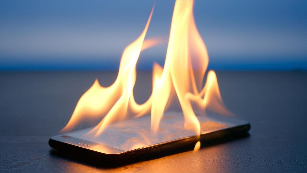Smartphone fires: The Do's and Don'ts In that Scary Situation